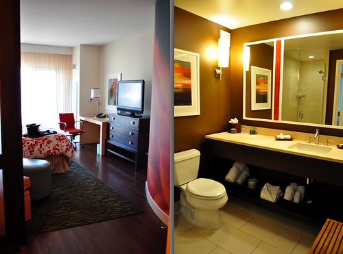 Entry way and Bathroom - Hotel Indigo