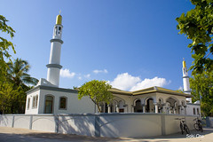 Mosque in Velidhoo Island (Noonu Atoll, Maldives) (Saki Ono) Tags: blue sky sun bicycle island muslim pray mosque local maldives velidhoo velidoo