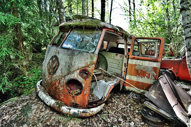 auto old classic cars abandoned graveyard car vw nikon rust geocaching d70 nikond70 sweden decay abandon classics bil geocache vehicle oldtimer junkyard veteran biler barndoor bromley urbex youngtimer type2 aandoned splitty splittie båstnäs ipad2 gc1ehde