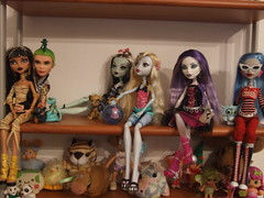 Monster High Collection :) (Akemi^_^) Tags: blue home monster de high doll dolls zombie barbie frankie nile collection horror spectra cleo stein mattel mostro collezione bambola lagoona yelps ghoulia draculaura