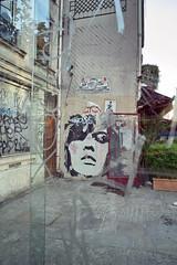 beaubourg graffitti (alainalele) Tags: paris france de french internet creative sigma commons bienvenue 75 licence le presse dp1 bloggeur paternit lede