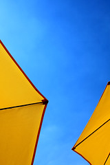Yellow Umbrellas (^ Missi ^) Tags: morning blue summer sky urban ontario canada yellow umbrella canon sunny canadian brunch canon5d brampton sunnyday canon24105mmf4l canon24105mm canon5dmkii eggsmart missi1005
