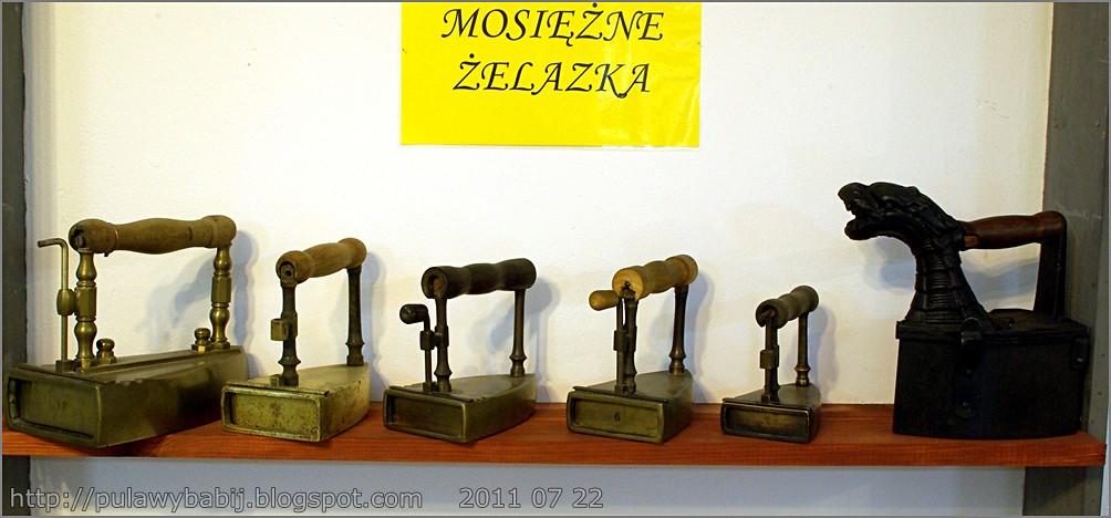 Kolekcja mosiężnych żelazek w Muzeum Ziemi Biłgorajskiej
