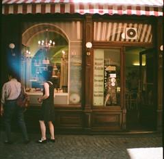 6. A store front / La fachada de una tienda (Maronasc) Tags: salzburg film cake shop pastel tienda storefront analgico dianamini fachadadeunatienda