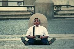 Une sieste au Vatican (n0n0ph0t0) Tags: street portrait vatican rome roma saint de photography san place sleep pierre candid vaticano pedro siesta piazza rue sommeil sieste