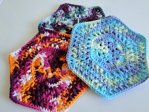 Knitted Dishcloth Patterns For Variegated Yarn : plus 3 crochet: variegated dishcloths