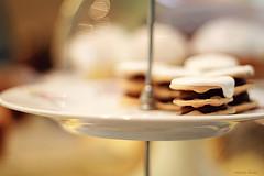 Alfajores de dulce de leche (nina's clicks) Tags: food cookies sweet bokeh plate sandwich dulcedeleche alfajores alfajor rogel rogelitos