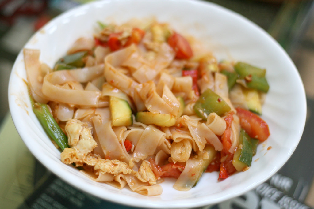 Pad Thai with Peppers, Tomatoes, Zucchini + Bean Curd*