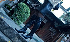 Black Boots 68(and Shrine) (Ayanami_No03) Tags: woman stockings japan tokyo shrine legs boots skirt   blackboots   eoskissx4 eos550d