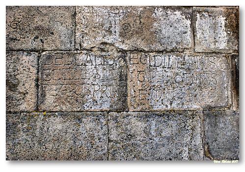 Inscrição com a data de sagração da igreja de Paderne by VRfoto