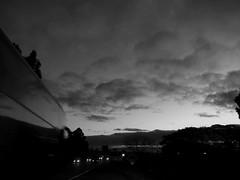 Trnsito  /  Traffic (IgorCamacho) Tags: road light sunset sky white black bus cars branco clouds traffic cu preto cielo nubes carros nuvens movimento luzes nibus ocaso anoitecer trnsito rodovia faris trfeto
