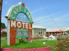 Cave Land Motel - Cave City KY