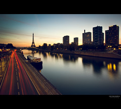 7:20AM (Marc Benslahdine) Tags: paris building seine sunrise boats cityscape toureiffel pniche canonef17