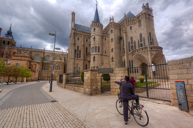 Palacio de Gaudí.