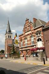 Waarloos - kerk en gemeentehuis (Ervanofoto) Tags: nikon belgium belgique belgië d200 flanders gemeentehuis belgien flandres vlaanderen flandern kontich waarloos ervanofoto