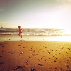 ribbit (pimpdisclosure) Tags: sunset sun beach water oregon sailboat kid child daughter chloe pacificocean flare pimp pimpexposure pimpdisclosure