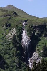 Milibachfall ( Wasserfall - Waterfall ) des Milibach - Mlibach ( Bergbach - Bach - Creek ) unterhalb Bachlger bei  Grindelwald First im Berner Oberland im Kanton Bern in der Schweiz (chrchr_75) Tags: schweiz switzerland waterfall suisse wasserfall swiss bern slap grindelwald juli christoph svizzera cascade berne berner berna 1107 cascada  oberland  waterval suissa  2011 vattenfall vodopd kanton chrigu wodospad vandfald kantonbern brn chrchr hurni chrchr75 chriguhurni albumwasserflle juli2011 chriguhurnibluemailch albumwasserfllewaterfallsderschweiz albumwasserflleimkantonbern albumzzz201107juli hurni110712