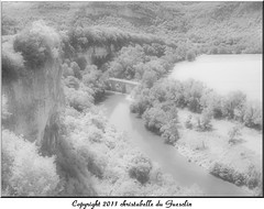 Les gorges enchantes (Christabelle12300!,( trs peu prsente)) Tags: bw monochrome ir nb infrared scape paysage aveyron blackwhitephotos faiery