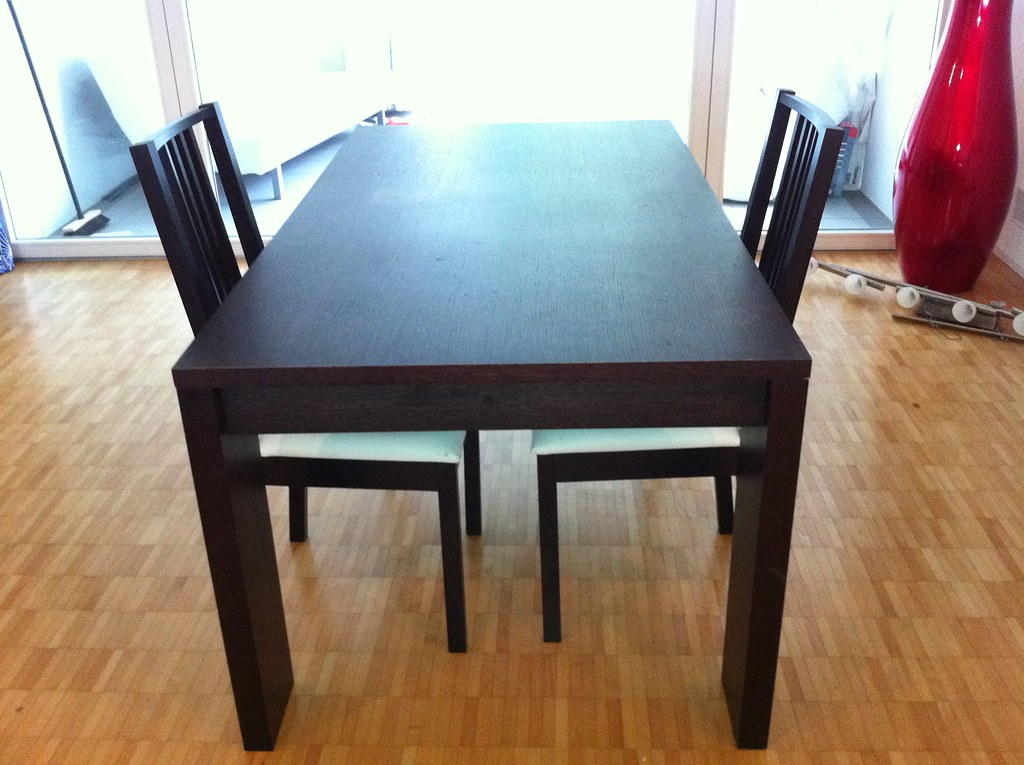 Dark brown dining table 100chf