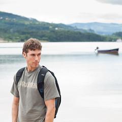 Carlos (aidafis) Tags: sea sky españa mountain beach boat mar kid spain barca leo asturias carlos playa cielo julio montaña mirada papá 2011 elpuntal cctrilla olympuse520