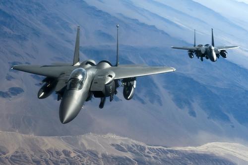 [フリー画像] 乗り物, 航空機, 戦闘機, F-15 イーグル, F-15E ストライクイーグル, アメリカ空軍, 201107282300
