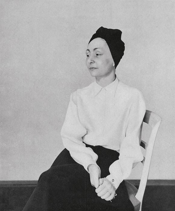 01 Madame Grès by Crespi. Femina, April 1949