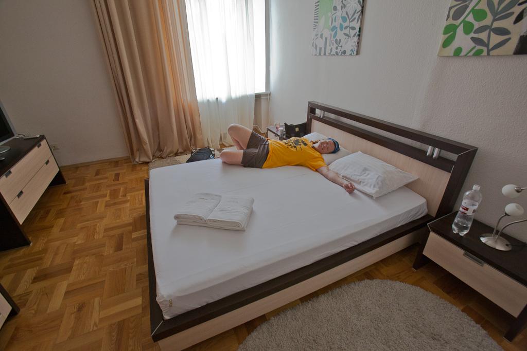 Roomorama_apartment_Ukraine_Kiev_bedroom
