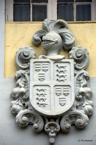 Escudo de armas en la fachada de una vivienda