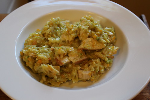 Orzo with chicken, broccoli and carrots