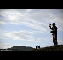 """""""conversando com Deus..."""" (Adriana Casellato) Tags: sky riodejaneiro canon pessoa rj cu nuvens arpoador peaple monologo adrianacasellato conversandocomdeus"""
