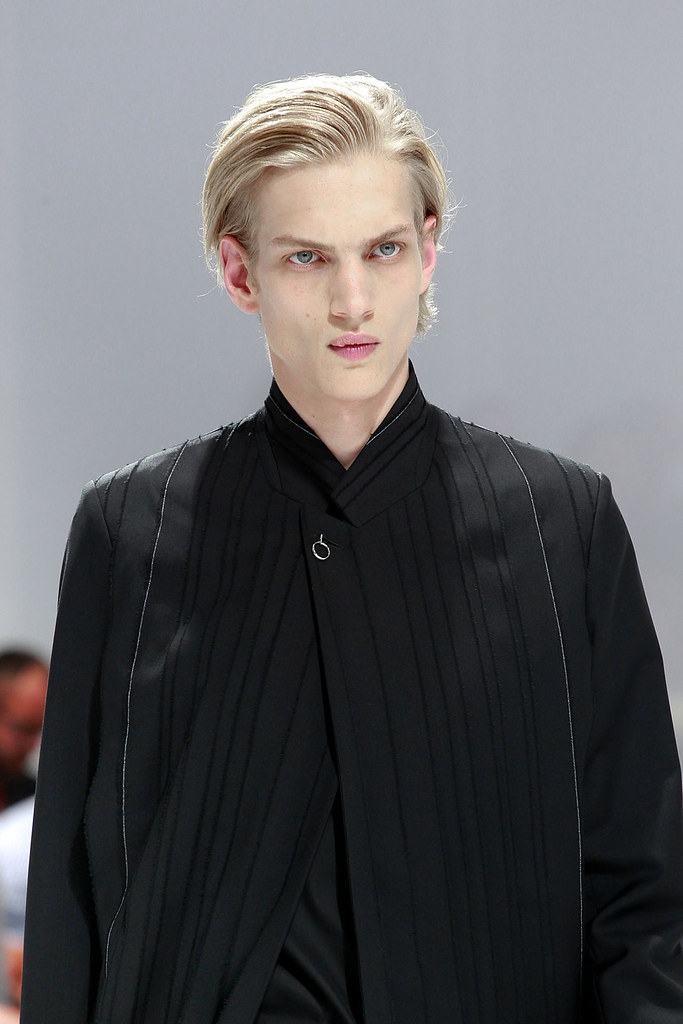 Paul Boche3282_SS12 Paris Dior Homme(VOGUEcom)