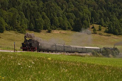70 083 wird in Kürze den Bahnhof Fischhausen-Neuhaus erreichen