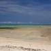 Com maré baixa, pode-se adentrar muito nas praias