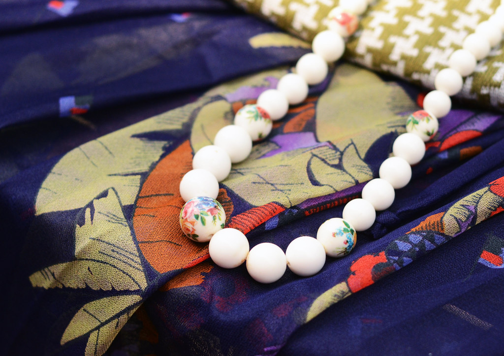 White Beaded Necklace with Floral Pattern