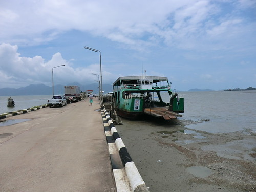 Ferry to Ko Chang (チャーン島へのフェリー)