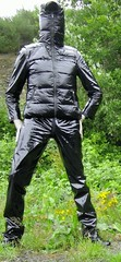 shinyblack3 (Karhu1) Tags: closed outdoor vinyl zipper coverall pvc overall hooded ganzanzug lackoverall