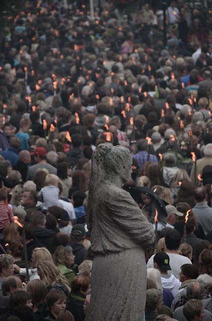 20 000 at memorial