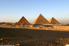 EG04 9776 Menkaure, Chephren & Cheops, Giza Plateau (Templar1307) Tags: pyramid egypt cairo giza khufu cheops مصر khafre chephren greatpyramid misr gizaplateau kheops menkaure gizanecropolis aljizah khafra kemet 147000views almisr χεφρήν هرممنقرع خفرع منقرع خوفو χέοψ khnumkhufu thirdpyramid