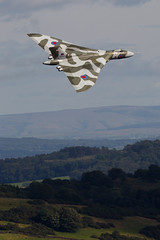 Vulcan over Windermere (PhoenixFlyer2008) Tags: lake canon eos district low norton level cumbria vulcan f28 windermere flyby avro mkiv 400mm brize bruntingthorpe