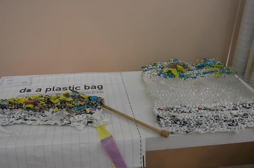 プラスチックバッグで本当のバッグをつくる雑貨