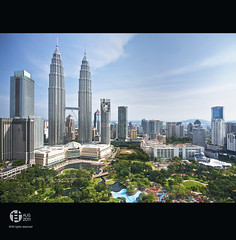 The Petronas Twin Towers, Kuala Lumpur (Tomatoskin) Tags: cloud sun building lines pov malaysia twintowers kam waterfountain sigma10mm20mm canoneos40d thepetronastwintowers tomatoskin vertorama locationkl tallesttwin kualalumpur2011 gettyimagessingaporeq2 withhockhow