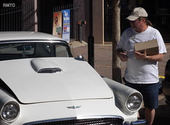 Don hands out the year numbers (rockymtc) Tags: mountain ford club rocky thunderbird tbird greeley horsefeathers fordthunderbird rmtc