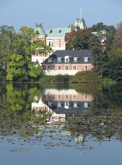 Hckeberga castle. (Ia Lfquist) Tags: lake reflection tree castle nature water landscape sweden natur greenery sverige vatten trd landskap sj slott spegelbild grnska