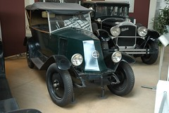Autoworld: Renault and Packard. (Stone.Rome) Tags: auto brussels car museum oldtimer autoworld
