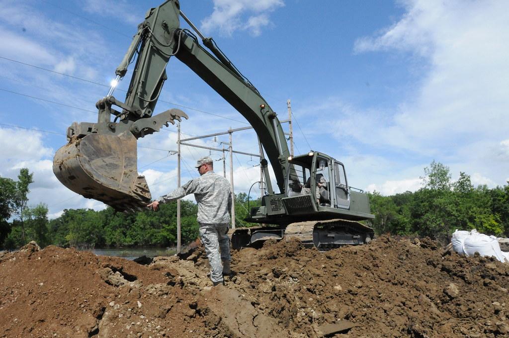 Minnesota Guard engineers save levee road