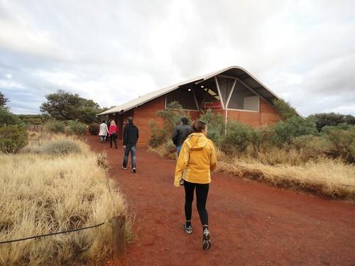 El parque nacional de Uluru, los baños y el rocío matutino