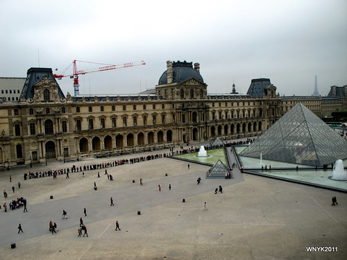 Long Line To The Louvre by williamnyk