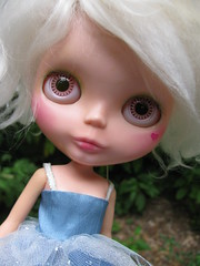 August in white. (Lawdeda ) Tags: white by vintage gorgeous adorable kenner blythe custom 1972 hold haunts mohairs lawdeda