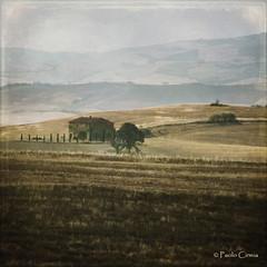 LAGGIU' TRA LE COLLINE... (Paolo Cirmia) Tags: landscapes squares textures toscana paesaggi colline casale