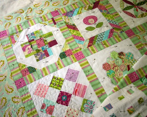Quilting Diva's Bee Quilt - starting to quilt